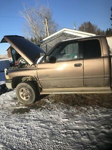 2001 Dodge Diesel 2500 4x4   parting out