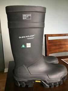Men's size 11/12 Steel Toe Dunlop boots (New)