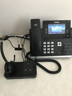 4x Yealink SIP-T46G 16 Line Gigabit IP Phone + 2x JabraPro Headsets