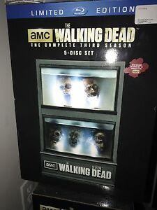 The Walking Dead Season 3 Collectors Set