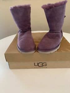 f32510fe061 Uggs | Kijiji - Buy, Sell & Save with Canada's #1 Local Classifieds.