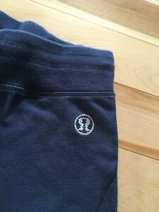 Ladies Lululemon navy blue sweatpants