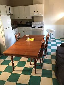 Perfect condition kitchen dinning table for sell pick up only