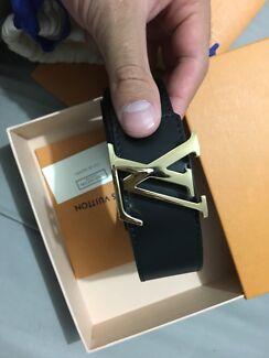 Louis Vuitton men's 85 cm belt with lv shiny gold initial