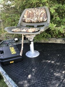 Boat seats and swivels. Great deal. All mint. $100. Firm.