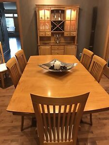DINING ROOM TABLE SET, HUTCH AND BUFFET LIKE NEW***
