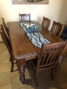 Country living Oregon dinning table