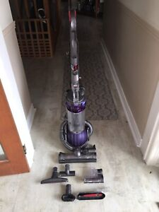 Dyson D25 excellent and clean ready to use
