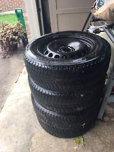 Michelin X-Ice Winter Tires on Rims  215/60 R16 like new!
