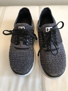 Under Armour Grey and black Sports Shoes, Size 4 ❤️