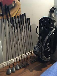 Sac de golf et bâtons pour femme