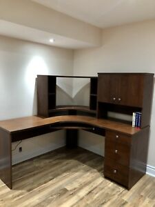 SOLID AND STURDY STUDY TABLE / WORK DESK FOR SALE