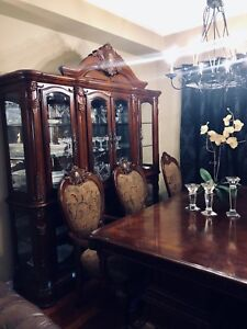 Beautiful Dining Room Furniture for sale! Hardly used
