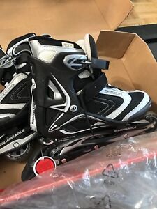 BRAND NEW ROLLERBLADES WITH GEAR SIZE 9