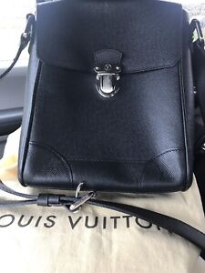 Men's original Louis Vuitton messenger bag