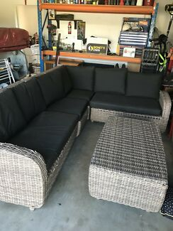 Wanted: Out door lounge set