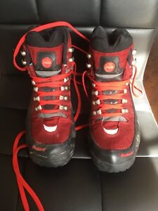 Women's hiking boots. Size 9
