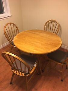 Double drop leaf dinette and 4 chairs