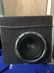 "10"" Sony sub and an alpine 400 watt mono amplifier"