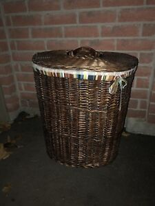Wicker laundry hamper, lined, with lid!