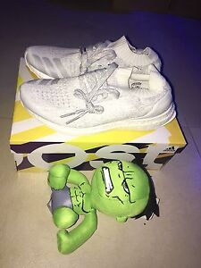 Ultra boost uncaged triple white *DS* US 9 Sydney City Inner Sydney Preview