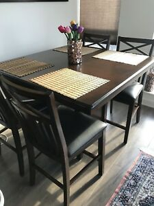 Excellent condition 6 months old dining table with storage