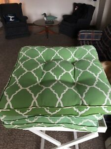 Six brand new matching indoor /outdoor patio cushions
