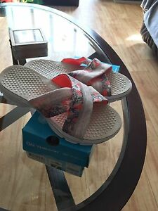 Brand new Women's size 7 sketched sandals