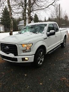2017 Like new, low mileage & mint condition F150 XLT Sport 4x4
