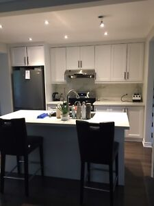 Looking for  professional female to share 4bdrm house - DEC 1