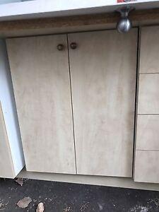 Caissons d'armoires en melamine