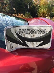 Senior Vaughn Epic 8600 full right goalie blocker