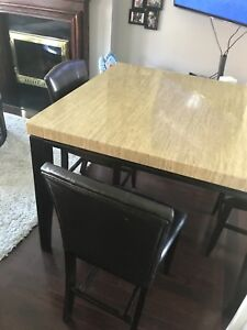 Maysville Square Counter Height Table w4 Black Chairs