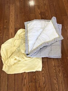 Crib comforter and fitted sheet