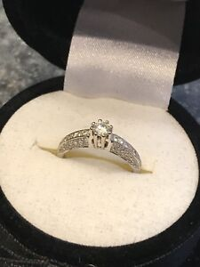 Beautiful 18k engagement ring. High quality.