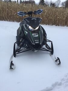 Arctic cat sled snowmobile low km fast black new