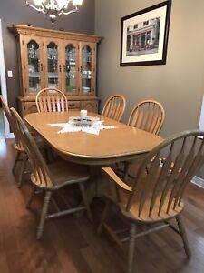 Dining Room Table, Chairs & China Cabinet (11 piece set)