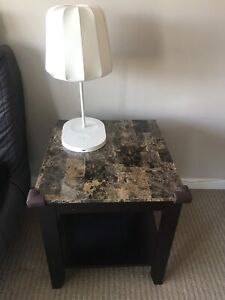 2 Coffee tables/side tables plus 2 lamps