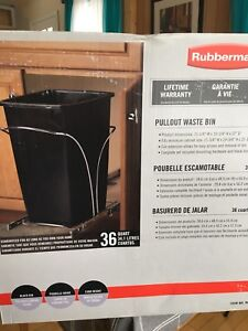 Rubbermaid waste bin