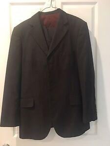 Men's suit Dark Charcoal size 32 Varsity Lakes Gold Coast South Preview