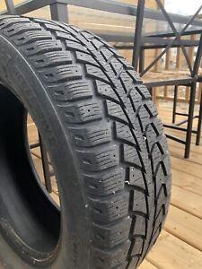 4 pneus d'hiver 215/60/16 95S Uniroyal. Mesure 9/32.