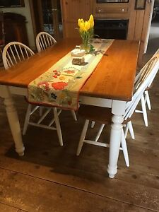 Lovely Oak / white table/chairs
