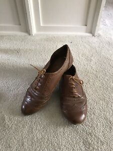 Women's oxfords brown leather shoes, size 7