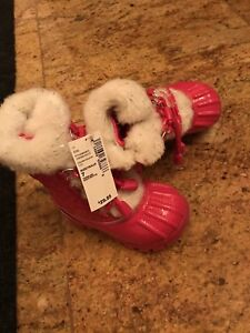 Brand new size 7 snow boots