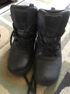 Men's size 7 black Timberland low boots