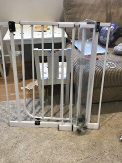 Baby gate EUC $30ono pick up summer hill
