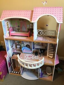 Wooden dollhouse in perfect condition