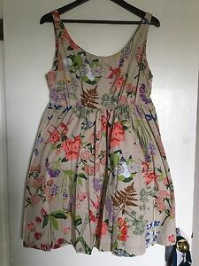 Adorable summer maternity dress with pockets!