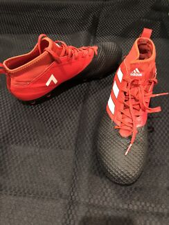 FOOTY/SOCCER BOOTS  -Adidas
