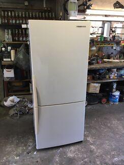 Westinghouse 381 L frost free fridge freezer